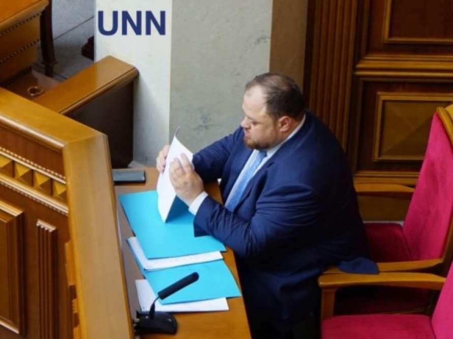 Скандал вРаде: «слуги народа» устроили потасовку всессионном зале