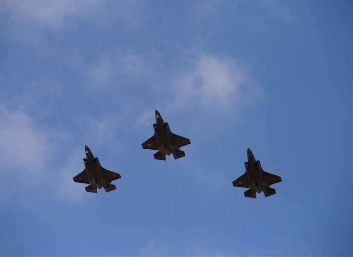 Уберегов Крыма всреду курсировали три самолета-разведчика США