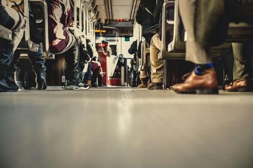 Ученые выяснили, как коронавирус распространяется в общественном транспорте