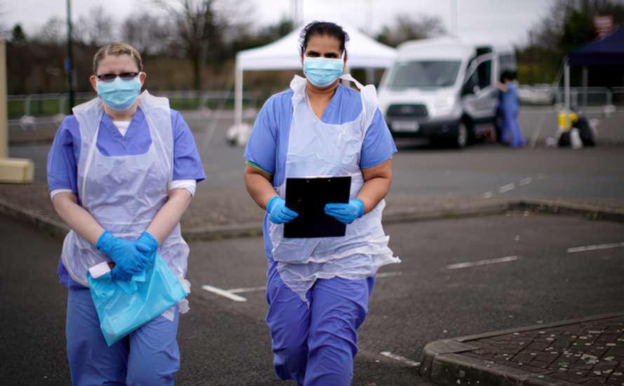 В Британии стремительно распространяется новый штамм коронавируса — заразнее «Дельты»