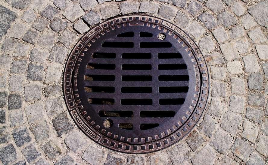 Ученые рассказали о риске заражения коронавирусом через канализацию