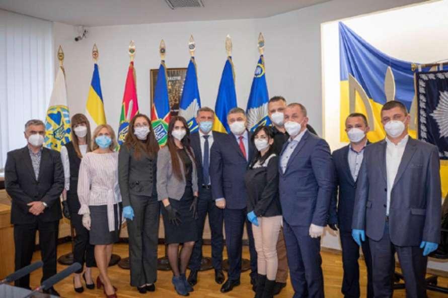 Аваков наградил врачей системы МВД, которые помогали итальянским коллегам в борьбе с коронавирусом