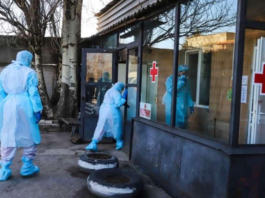 Число заболевших коронавирусом в Украине приблизилось к 15 тысячам