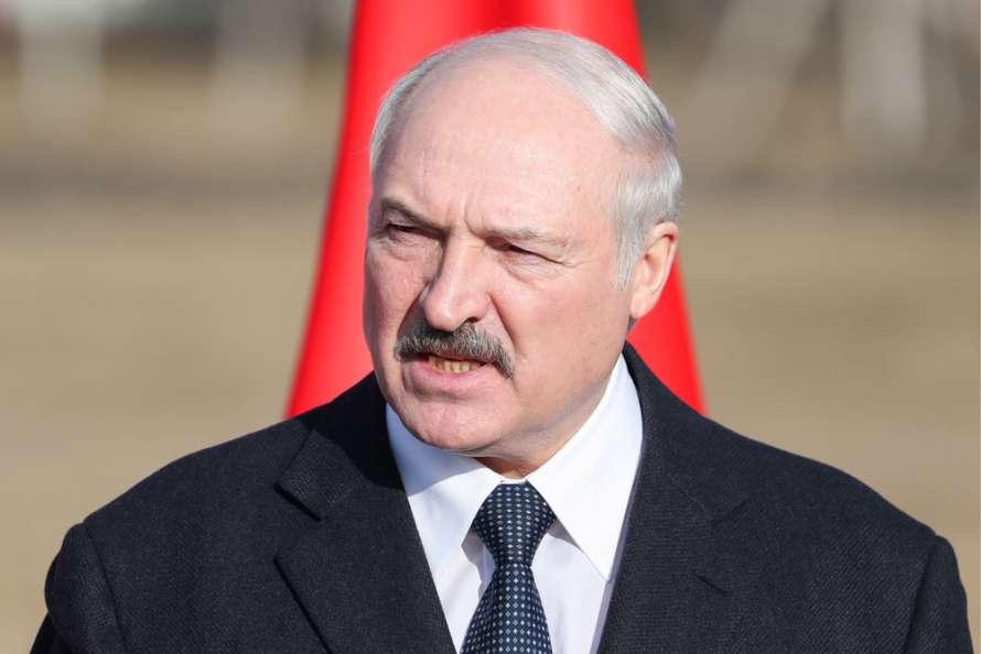 Лукашенко отказался прививаться от COVID и объяснил почему