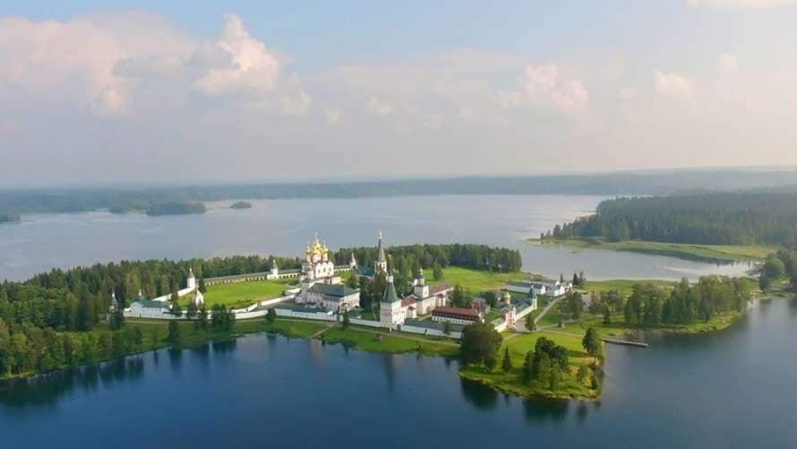 Известный российский монастырь закрыли из-за вспышки Covid-19 среди монахов